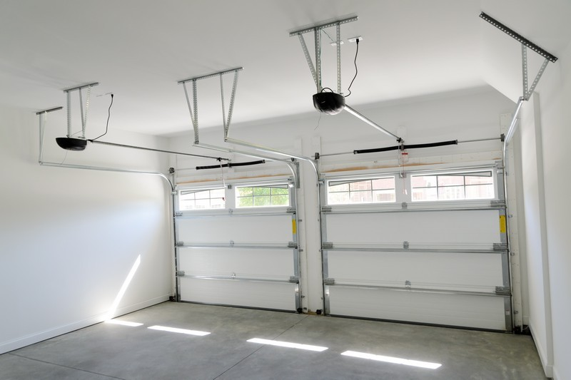 Detail dvou samostatných garážových vrat, zdroj: shutterstock.com