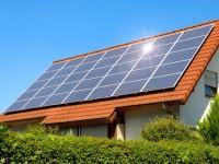 Solární panely jsou na českých domech stále častěji, zdroj: shutterstock.com