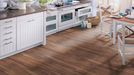 Podlahy z vinylu jsou ideální do kuchyně, zdroj: plancher.cz