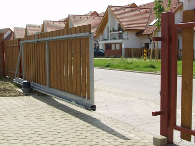 Samonosná brána, zdroj: vratamares.cz