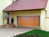 Sekční garážová vrata, zdroj: rolety-vrata-zaluzie.cz