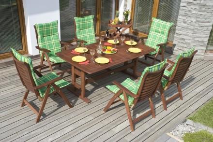 Stolování na terase pro parné letní dny, zdroj: shutterstock.com