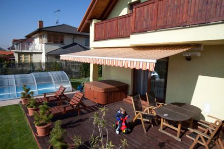 Klasická markýza u rodinného domu, zdroj: sundrape.cz