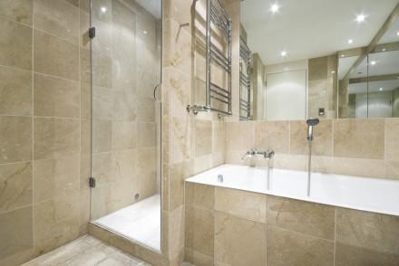 Vyzděný sprchový kout, zdroj: shuttestock.com